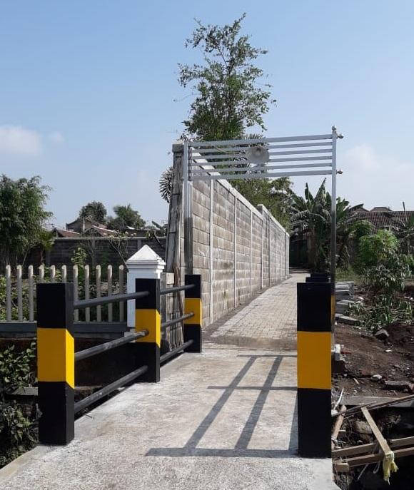 pembangunan paving jalan & jembatan penghubung perumahan warga sekitar dengan jalan raya